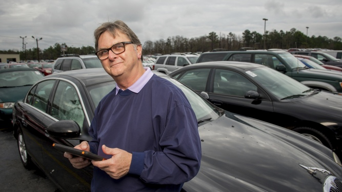 dealer looking at their auto dealer line of credit