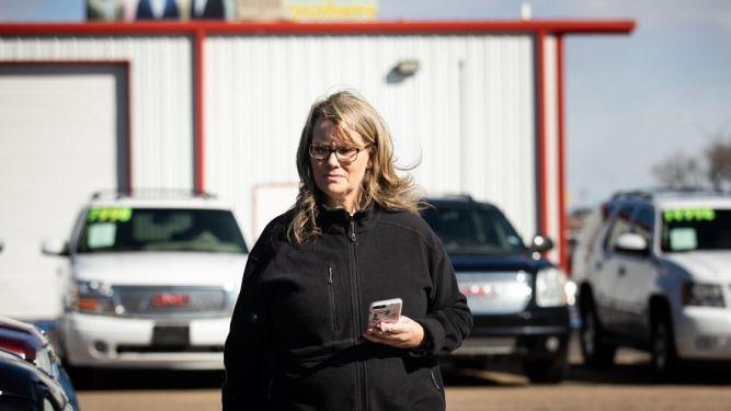 Kathy Ward using her Independent auto dealer floor plan